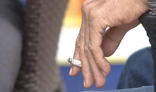 Nguy cơ ung thư phổi vì hút thuốc lá thụ động - Ảnh 4.