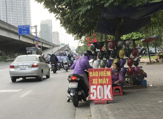 """Lỗ hổng phân phối làm """"méo mó"""" thị trường bảo hiểm xe máy - Ảnh 1."""