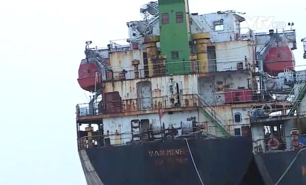 Dùng tàu cũ nát xuất lậu quặng trị giá hơn 12 tỷ đồng - Ảnh 1.