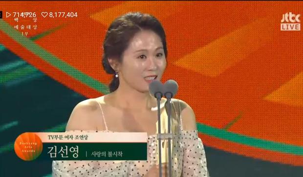 Baeksang Hàn Quốc lần thứ 56: Cặp đôi Hạ cánh nơi anh bị giải thưởng ngó lơ, dàn sao Thế giới hôn nhân thắng lớn - Ảnh 15.