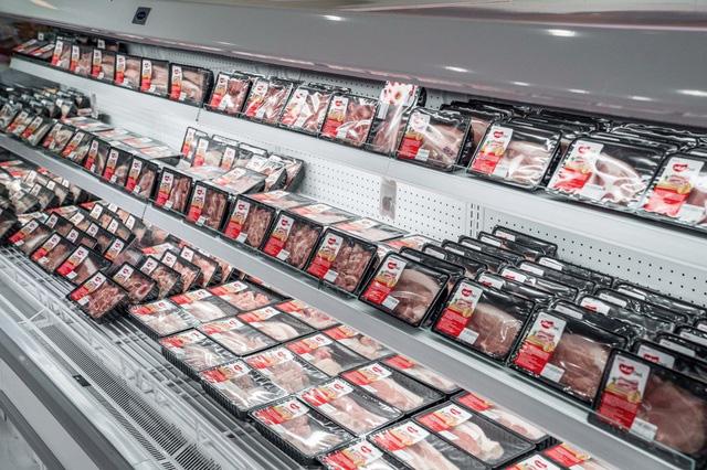 Nhập khẩu rẻ nhưng giá thịt lợn vẫn đắt - Ảnh 1.