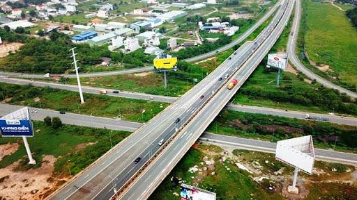 Vì sao chỉ chuyển 3 dự án thuộc cao tốc Bắc - Nam sang đầu tư bằng ngân sách? - Ảnh 1.