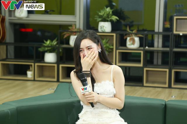 Biểu cảm cực dễ thương của Quỳnh Kool - Thanh Sơn khi... bị phạt ăn sấu - Ảnh 2.