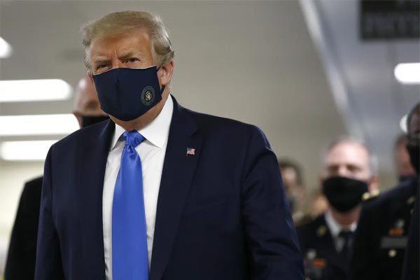 Tổng thống Mỹ Donald Trump lần đầu tiên đeo khẩu trang sau nhiều lần từ chối - Ảnh 1.