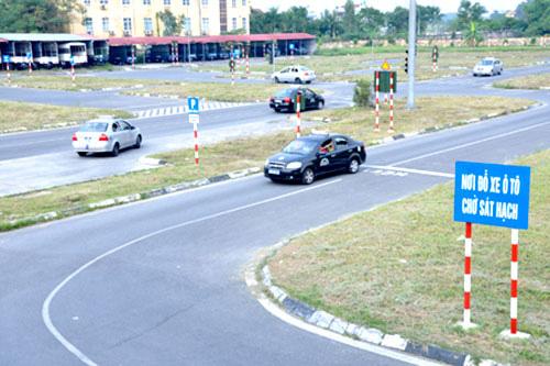 Vì sao Bộ Giao thông Vận tải yêu cầu kiểm tra trung tâm đào tạo lái xe, đăng kiểm? - Ảnh 1.