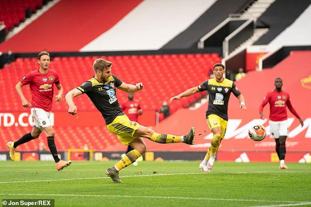 Man Utd 2-2 Southampton: Đánh rơi chiến thắng phút bù giờ, Man Utd lỡ cơ hội vào top 4 - Ảnh 1.