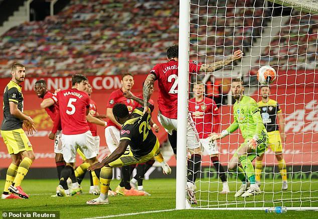 Man Utd 2-2 Southampton: Đánh rơi chiến thắng phút bù giờ, Man Utd lỡ cơ hội vào top 4 - Ảnh 6.