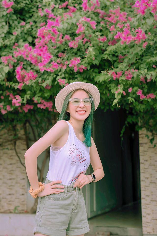 Trần Vân tự tin khoe nụ cười rạng rỡ với mái tóc xanh - ảnh 1