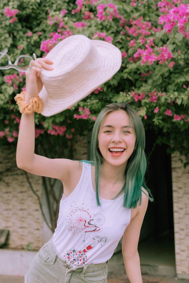 Trần Vân tự tin khoe nụ cười rạng rỡ với mái tóc xanh - ảnh 4