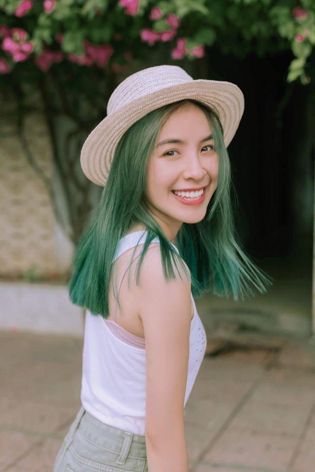 Trần Vân tự tin khoe nụ cười rạng rỡ với mái tóc xanh - ảnh 2