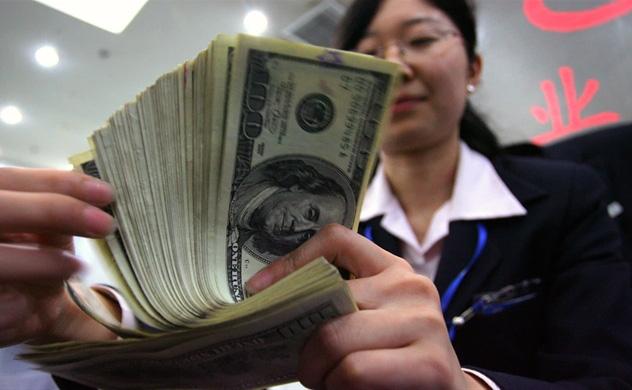 Nikkei: Các ngân hàng Trung Quốc có thể mất quyền tiếp cận đồng USD - Ảnh 1.