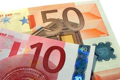 Sự thống trị của đồng USD sẽ yếu đi trong năm tới - Ảnh 2.