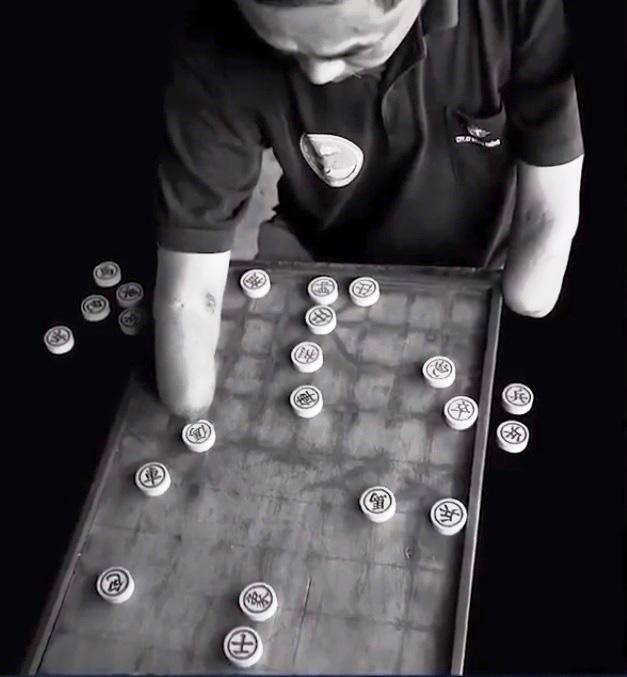 Chỉ bằng 1 cánh tay trái, nhiếp ảnh gia thương binh đạt hàng loạt giải thưởng quốc tế - Ảnh 2.