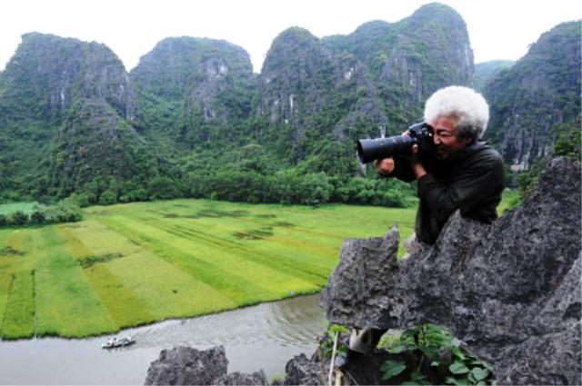 Chỉ bằng 1 cánh tay trái, nhiếp ảnh gia thương binh đạt hàng loạt giải thưởng quốc tế - Ảnh 1.