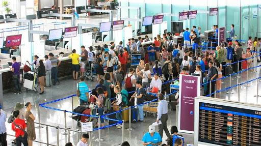 Từ cuối tháng 7, sân bay Nội Bài hạn chế loa thông báo chuyến bay - Ảnh 1.