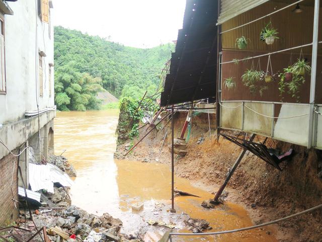 Bài học từ mưa lũ lịch sử tại Hà Giang: Khe nước cạnh nhà vô hại biến thành dòng lũ ống - Ảnh 1.