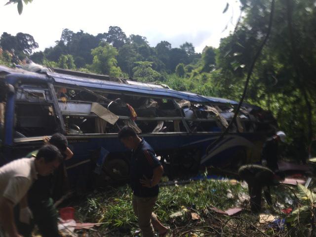 Vụ xe khách lao xuống vực ở Kon Tum: Khởi tố tài xế xe khách - Ảnh 1.