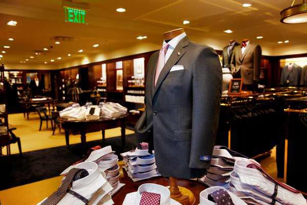 Tiếp bước Brooks Brothers, thêm một đại gia bán lẻ thời trang Mỹ gục ngã vì COVID-19 - Ảnh 4.