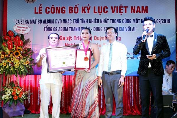 Ca sĩ Triệu Trang được công nhận Kỷ lục Guinness Việt Nam - Ảnh 1.