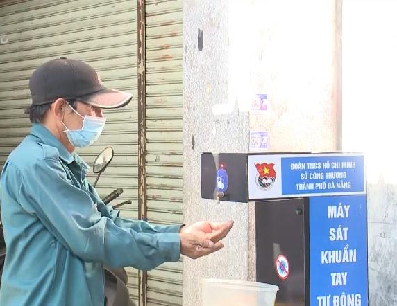 Người dân Đà Nẵng bình tĩnh, chủ động phòng chống dịch COVID-19 - Ảnh 1.