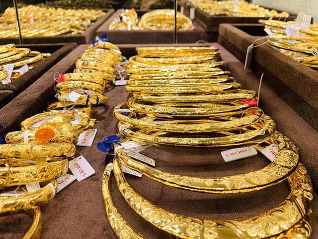Vì sao giá vàng thế giới rời khỏi mức kỷ lục? - Ảnh 2.