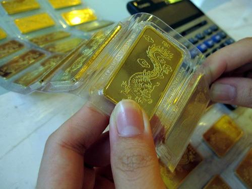 Lần đầu tiên trong lịch sử, giá vàng trong nước chọc thủng mốc 50 triệu đồng/lượng - Ảnh 1.