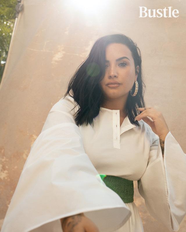 Không sợ bị chê bai, Demi Lovato tự tin khoe vóc dáng - Ảnh 2.