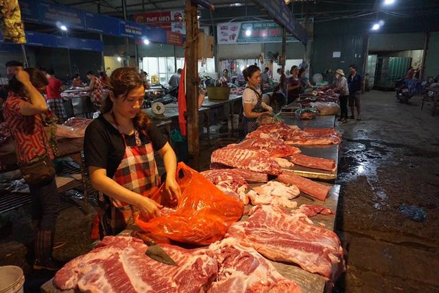 Lợn hơi tăng giá trở lại bất chấp lợn sống từ Thái Lan lại về - ảnh 1