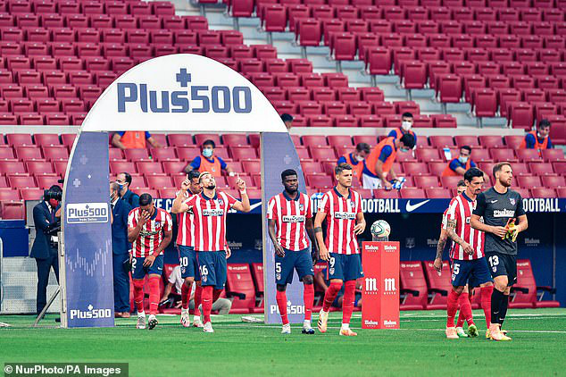 NÓNG: 2 cầu thủ Atletico Madrid dương tính với COVID-19 ngay trước thềm tứ kết UEFA Champions League - Ảnh 1.