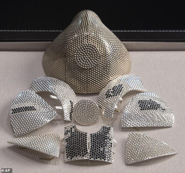 Đại gia Trung Quốc đặt mua khẩu trang kim cương 1,5 triệu USD chống COVID-19 - Ảnh 1.