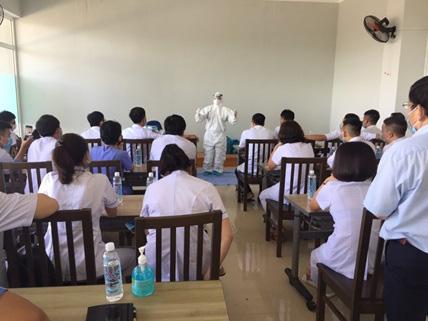 Y bác sĩ tỉnh Phú Thọ chính thức nhận nhiệm vụ tham gia chăm sóc, điều trị bệnh nhân COVID-19 - Ảnh 1.