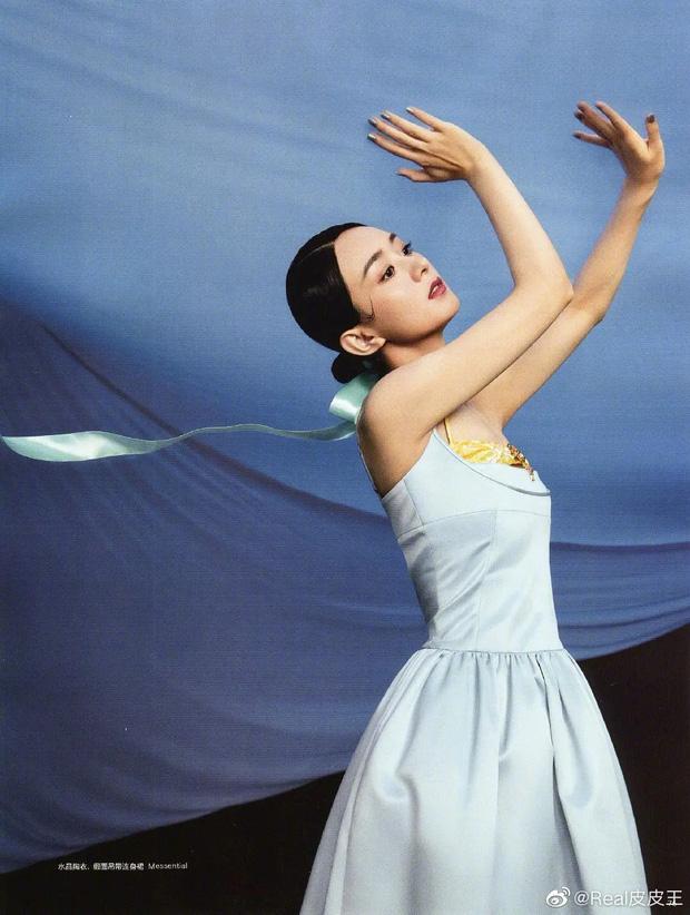 Triệu Lệ Dĩnh thần thái hút hồn trên Harpers Bazaar - Ảnh 3.
