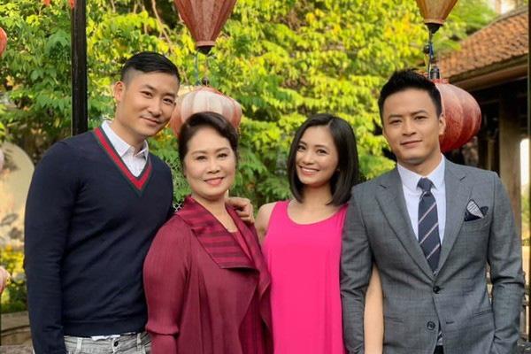 Một năm đóng vai San trong Hoa hồng trên ngực trái, Diệu Hương còn nguyên xúc động khi ở bên Mỹ - Ảnh 2.