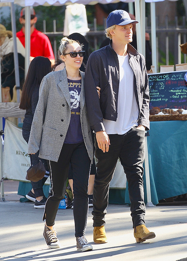 Miley Cyrus chia tay bạn trai kém tuổi - Ảnh 1.