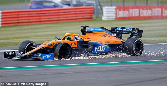 Đua xe F1: Nổ lốp ở vòng đua cuối, Lewis Hamilton vẫn về nhất tại Silverstone - Ảnh 5.