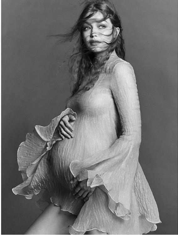 Gigi Hadid lần đầu công khai ảnh bầu, siêu xinh - Ảnh 3.