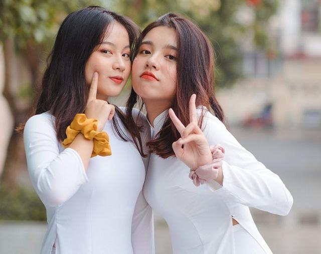 Được tuyển thẳng đại học, nữ sinh Hà Nội vẫn thi tốt nghiệp THPT đỗ thủ khoa với 2 điểm 10 - Ảnh 1.