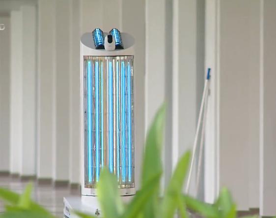 Trường đại học chế tạo robot khử khuẩn đa năng Made in Vietnam - Ảnh 1.