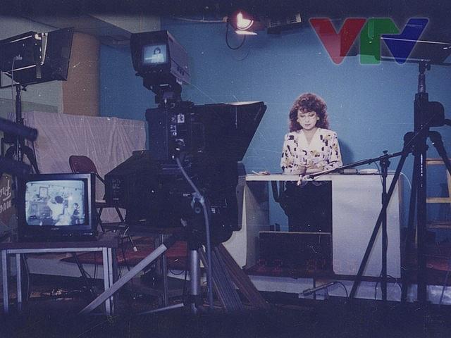 NSƯT Kim Tiến và BTV Hoài Anh xúc động khi đồng hành cùng chặng đường phát triển của VTV - Ảnh 2.