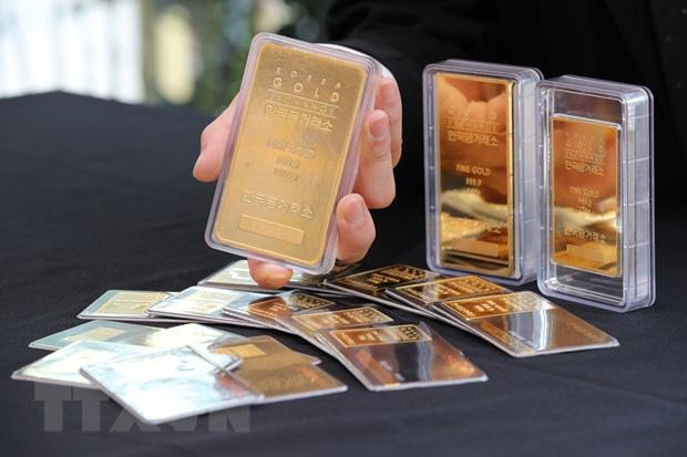 Giá vàng lần đầu tiên vượt ngưỡng 2.000 USD/ounce - ảnh 1