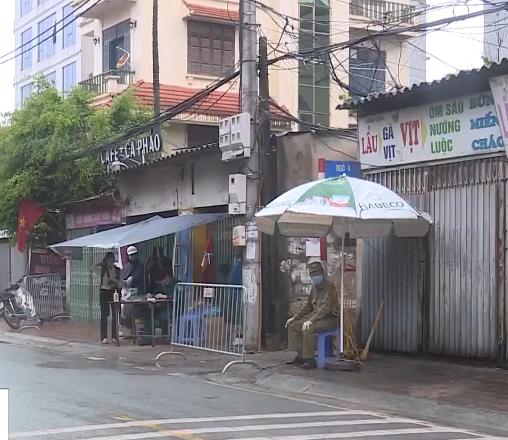 Phong tỏa, cách ly khu chung cư nơi bệnh nhân 714 sinh sống - Ảnh 1.