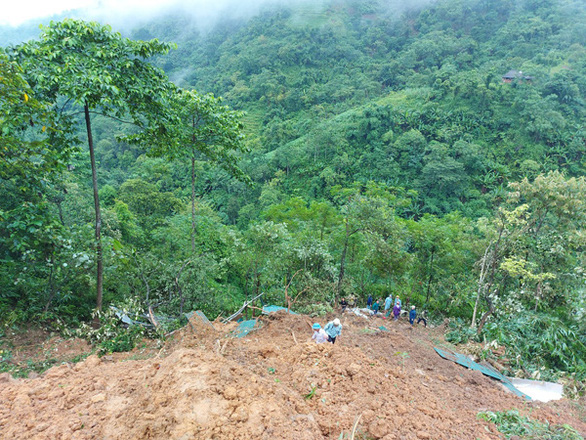 Sạt lở đất ở Lào Cai khiến 2 vợ chồng tử vong - Ảnh 1.