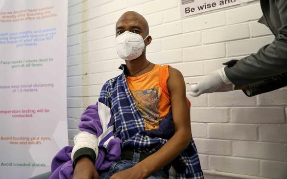 WHO kêu gọi thế giới chia sẻ vaccine ngừa COVID-19 - Ảnh 1.