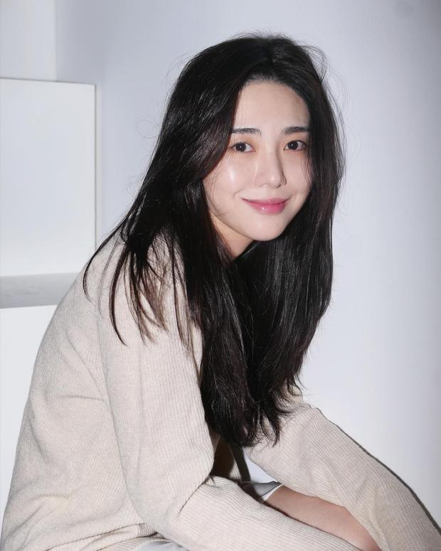 Mina (AOA) qua cơn nguy hiểm sau khi cắt cổ tay tự tử - Ảnh 1.