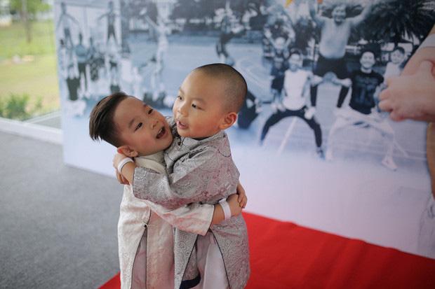 Mới 3 tuổi, hai con trai nghệ sĩ xiếc Quốc Cơ, Quốc Nghiệp lập kỷ lục Guiness - Ảnh 1.