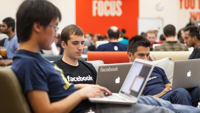 CEO Mark Zuckerberg nhận 1 USD/năm, Facebook trả lương nhân viên thế nào? - ảnh 2