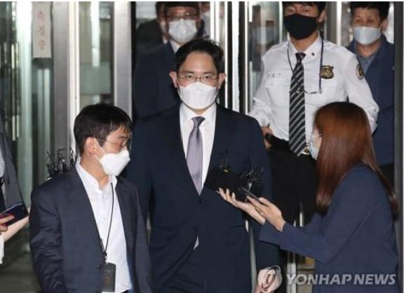 Người thừa kế tập đoàn Samsung bị truy tố - Ảnh 1.