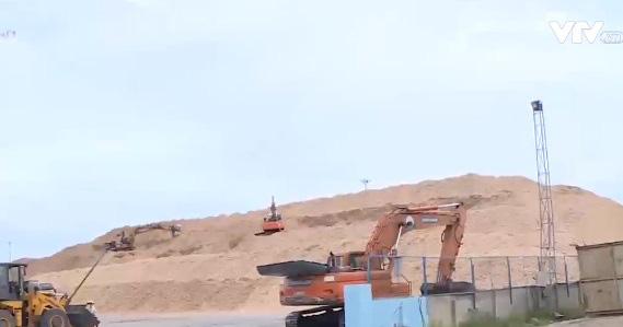 Dăm gỗ tồn kỷ lục tại các cảng biển - Ảnh 1.