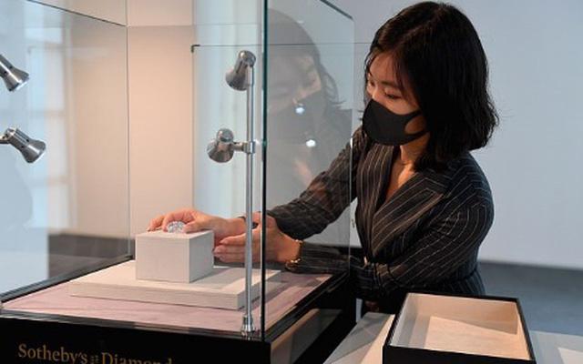 Viên kim cương to bằng quả trứng sẽ được bán đấu giá 30 triệu USD - Ảnh 1.
