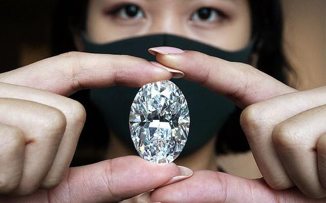 Viên kim cương to bằng quả trứng sẽ được bán đấu giá 30 triệu USD - Ảnh 2.